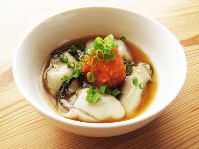 白い器に入った酢牡蠣